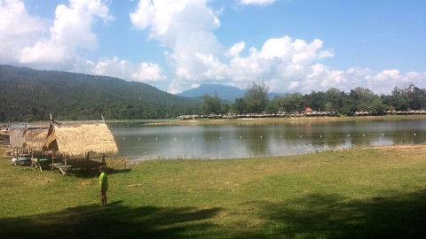 Huay Tueng Thao Lake – Swim, Lakeside Dining, and Massages